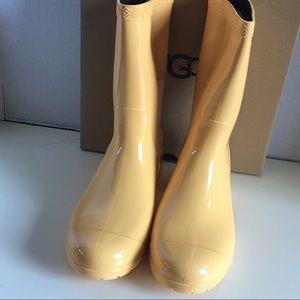 New UGG Women Sienna Rain Boot.